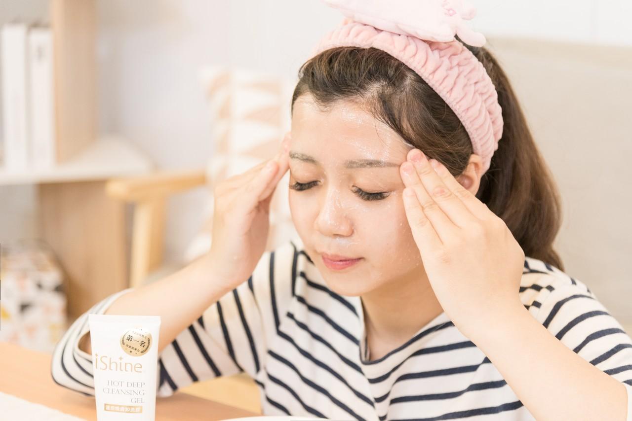 愛閃耀洗面乳 洗臉、卸妝 肌膚護理一次搞定